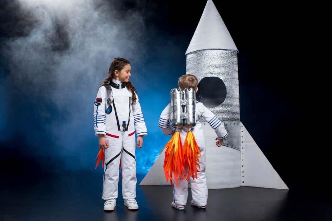 kids in astronaut costume