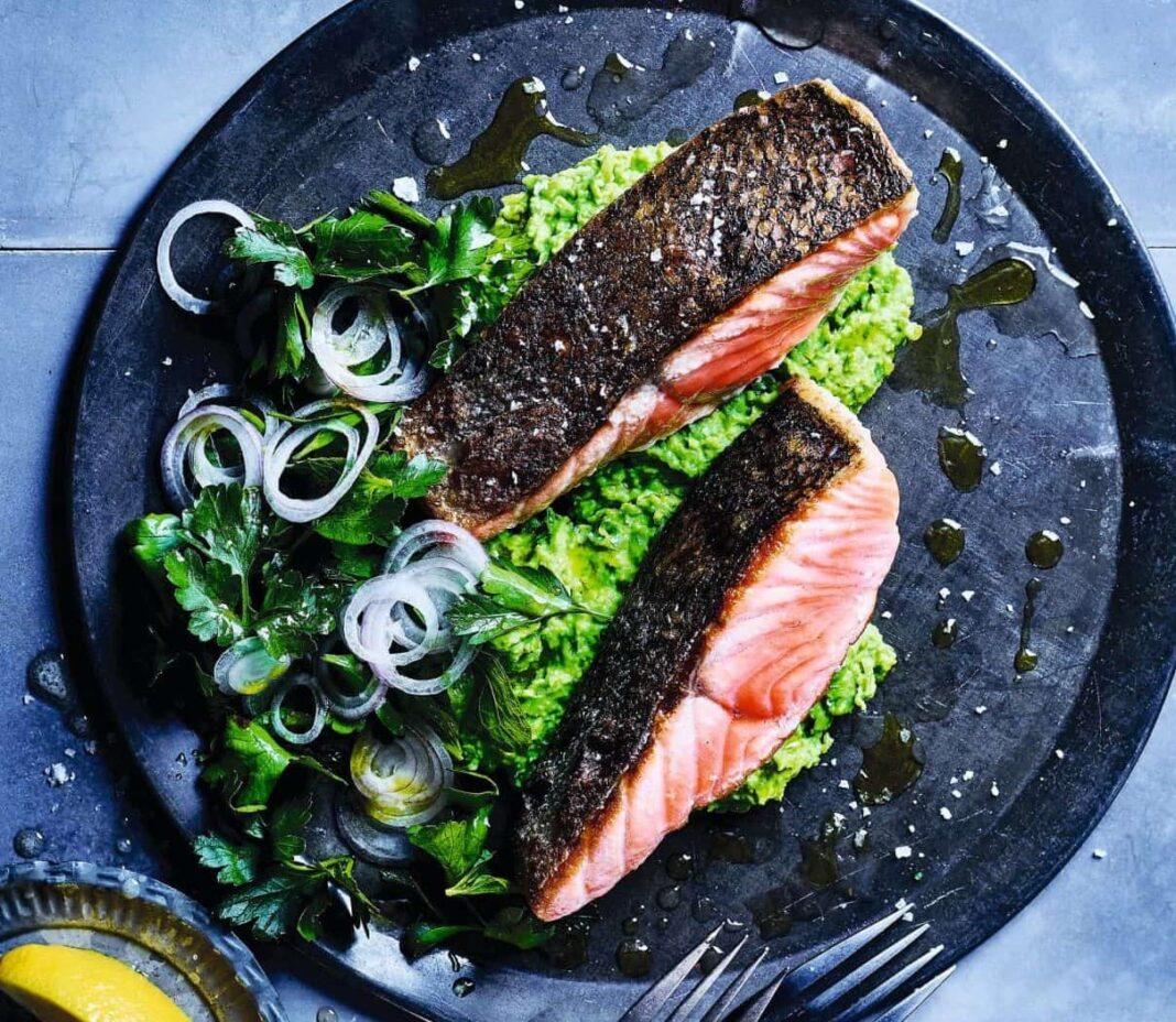 salmon on pea mash